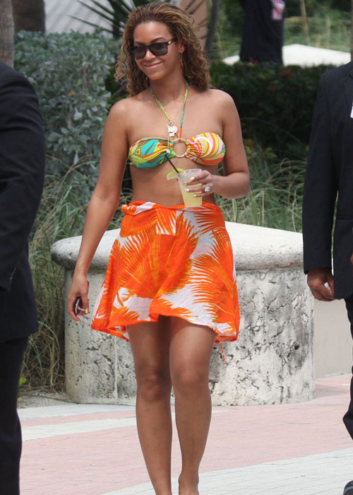 Beyonce In A Bikini:celebrities,bikini girl,sex beach0