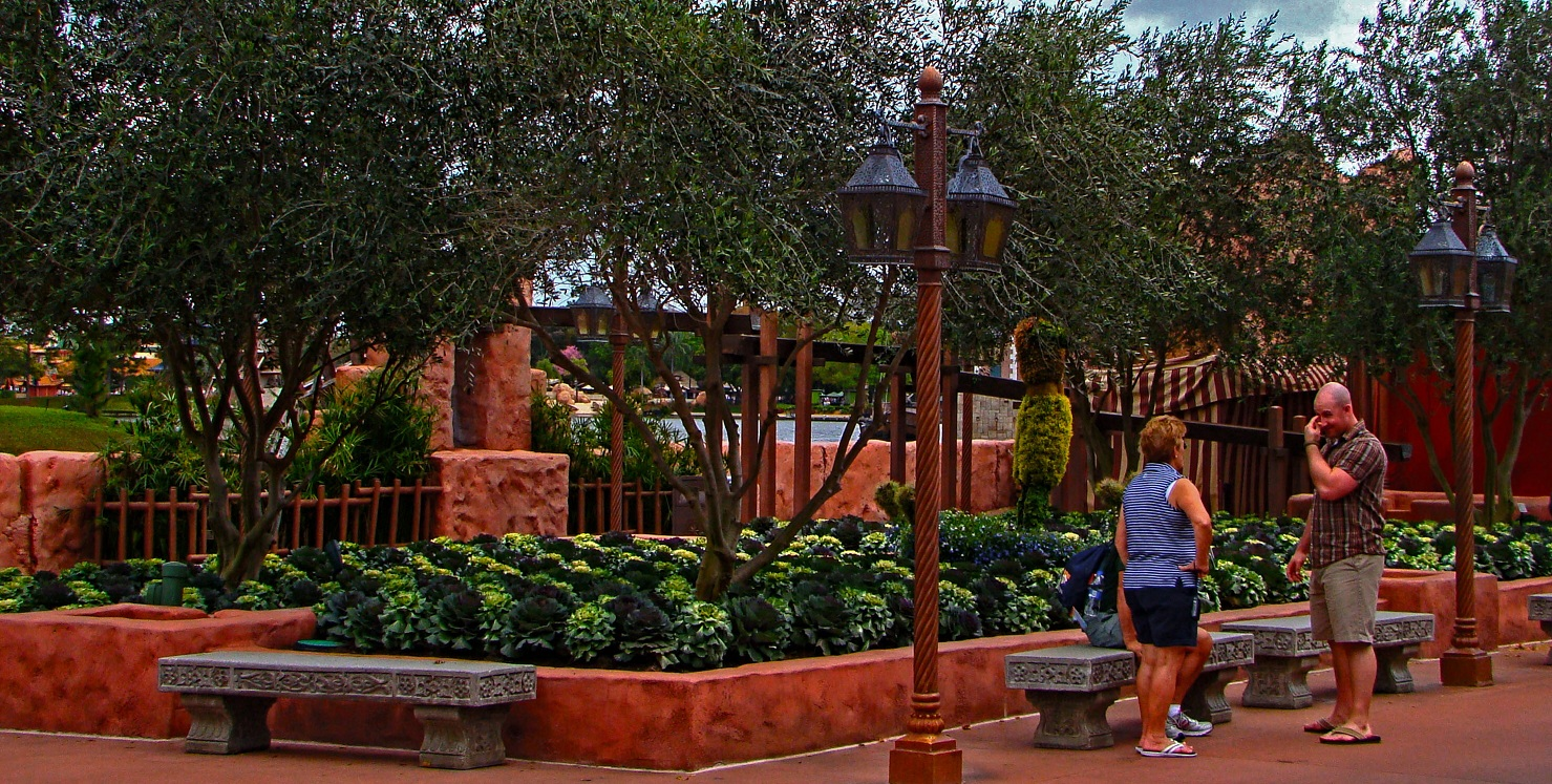 The Walt Disney World Picture of the Day: Aladdin Topiary - Epcot ...