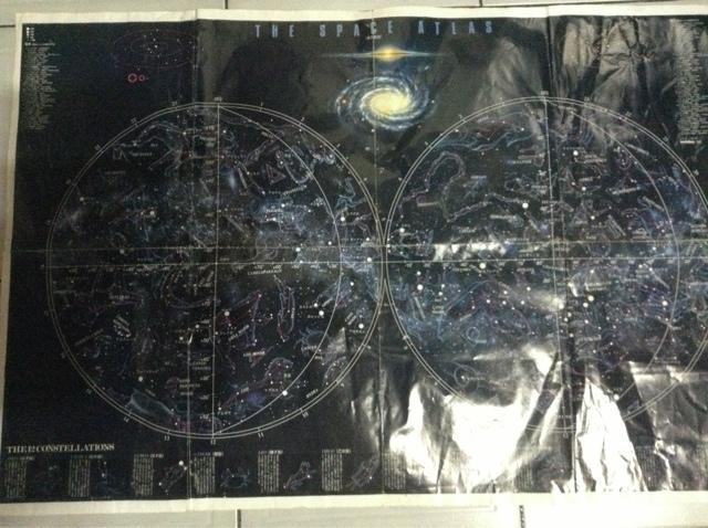 將天球分成南北並有赤經赤緯座標刻度的全天星圖
