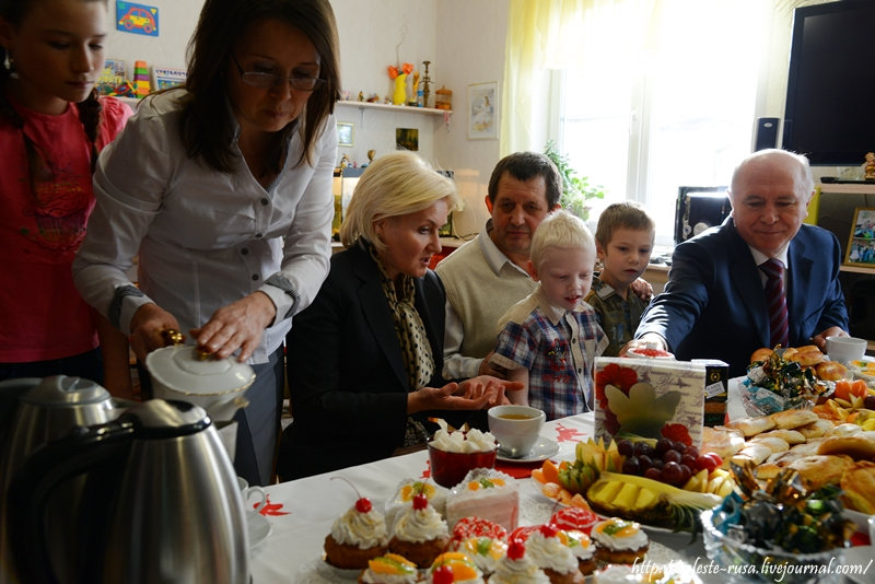 Визит делегации правительства России в Самарскую область: дом приёмной семьи (посёлок Волжский)