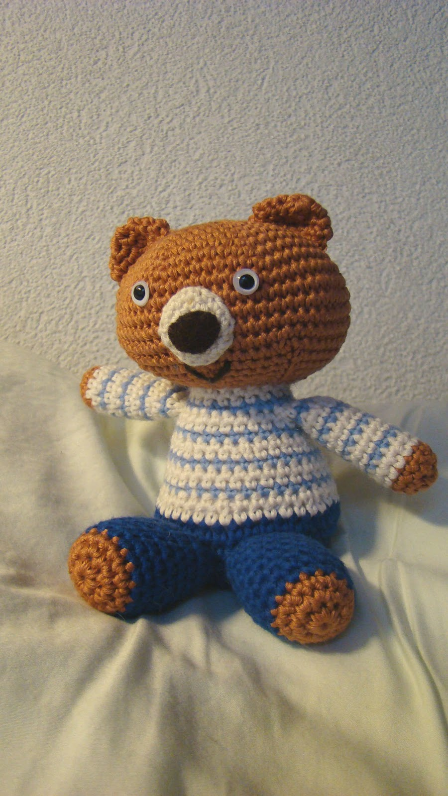 """I crocheted one of the bears presented in the """"Kyuuto! Japanese Crafts  Amigurumi"""" book last month. I changed a little bit the face, because I  wanted it ..."""