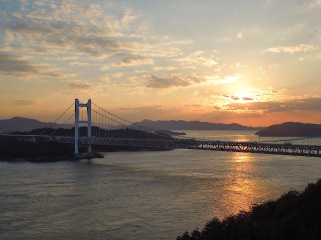 鷲羽山から見た瀬戸大橋