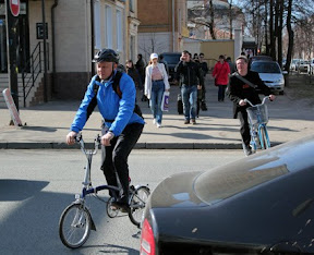 Янышев едет на работу в городскую думу.
