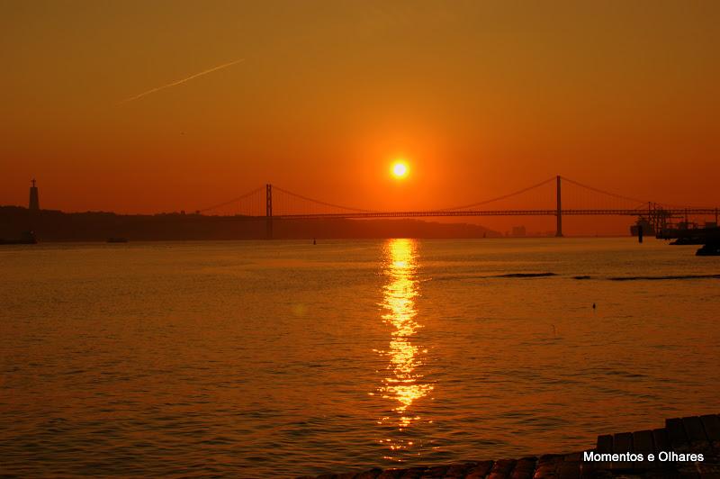 O tejo, o Sol e a Ponte 25 de Abril