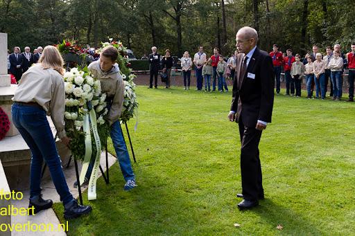 herdenkingsdienst  en een stille tocht naar het Engelse kerkhof 12-10-2014 (75).jpg