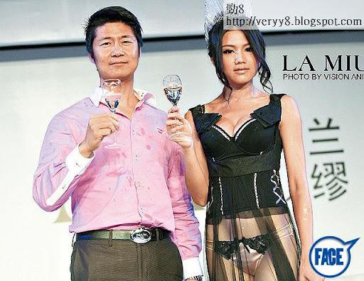 拍戲寫書之餘,周秀娜又做老闆,做生招牌與日本內衣品牌聯手出內衣,還與品牌日籍老闆傳出緋聞。圖片