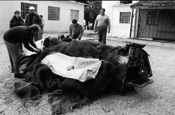 Protesto contra deposito inadequado de lixo, década de 90