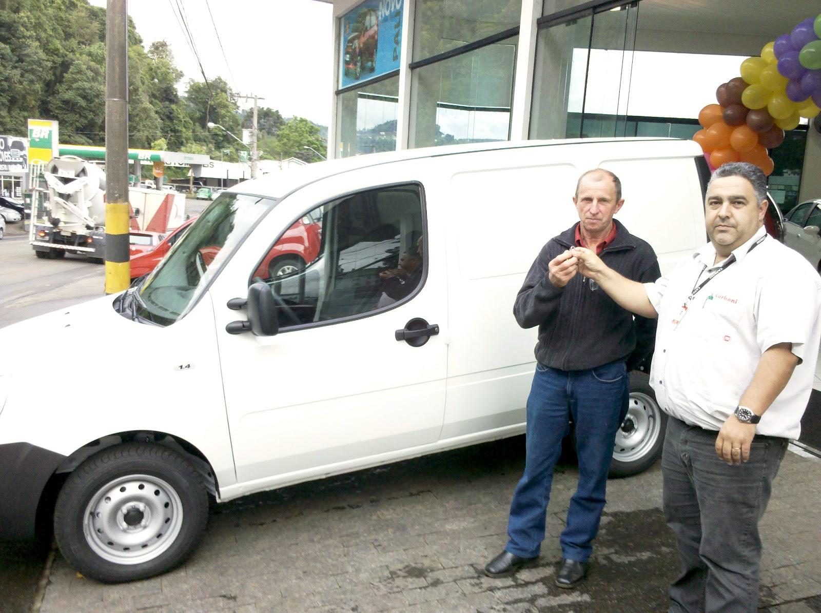 Entrega de Fiat Doblò pelo Programa Mais Alimentos 2012 10 11 16 58 39 452