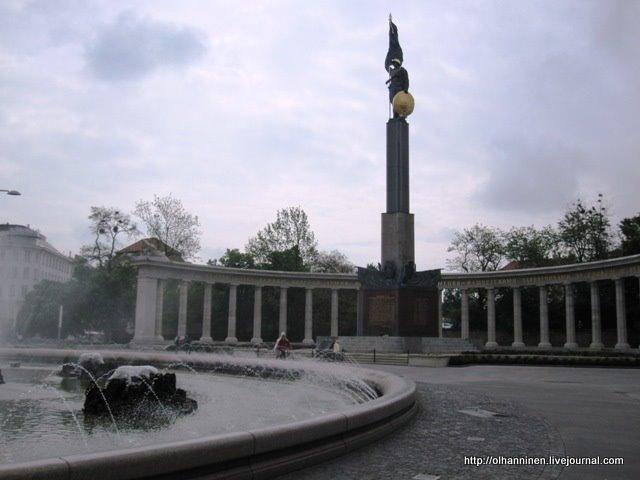 С 1945 по 1955 годы эта венская площадь Schwarzenbergplatz носила имя Сталина