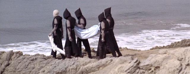 Оккультные образы из фильма «Трип»