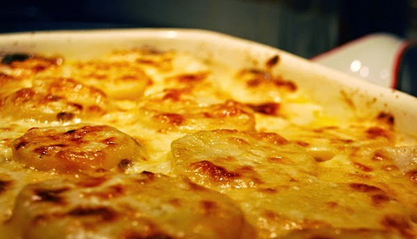 Difference between: scalloped potatoes and au gratin potatoes