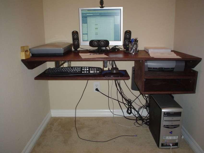 парящий компьютерный стол