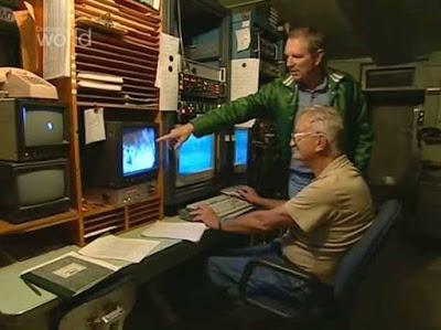 В фильме 2004 года было продемонстрировано, что техники понимают показания экранов