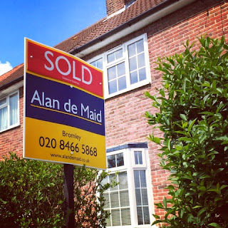 selling your home - sold sign