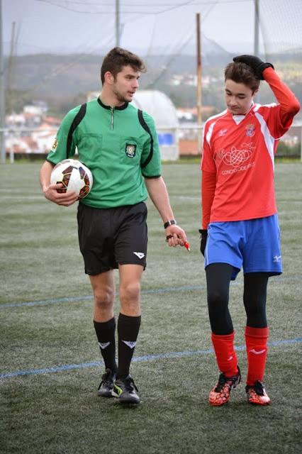 Numancia de Ares. PABLO VASCOS co árbitro do partido.