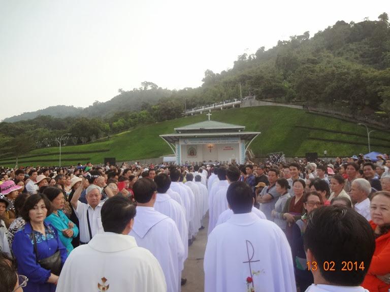 Hành hương Đức Mẹ Tàpao: Thánh Lễ Sáng 13.2.2014. 113