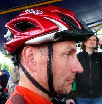 Chris mit neuem Fahrrad-Helm: KED Neo Visor XXL (Foto: Martin Bullinger)