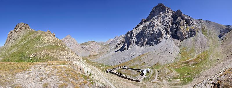 Traversée des Alpes, du lac Léman à la Méditerranée Gr5-briancon-mediterranee-col-mallemort-baraquements-viraysse-panorama