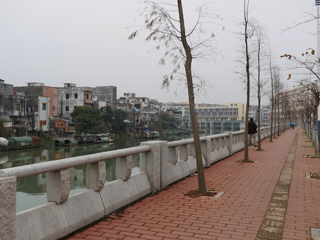 riverside walkway in Yangjiang, China