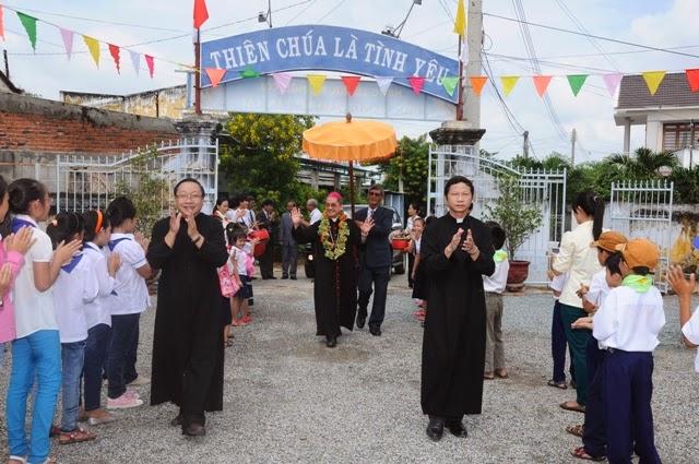 Giáo Xứ Tấn Tài: Mừng Kính Lễ Mẹ Mân Côi Bổn Mạng Giáo xứ và làm phép Nghĩa Đường Phục Sinh dâng kính các Thánh tử Đạo Việt Nam