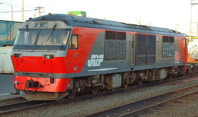 Đầu tàu hỏa DF200 Red Bear trong thực tế