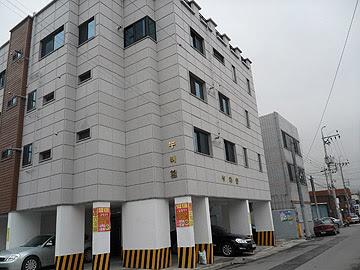 Korean apartment building, Korean houses