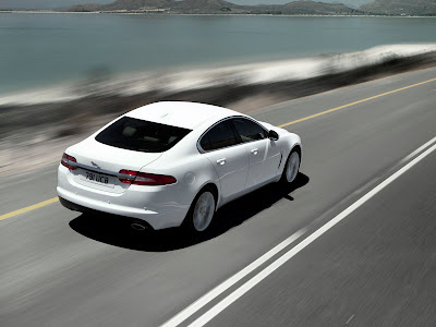 Jaguar-XF_2012_1600x1200_Rear_Angle_01