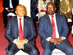 De gauche à droite, Rémy Musungayi, ministre de l'Industrie et Commerce avec son collègue Patrice Kitebi, ministre délégué aux Finances lors de leurs interpellations à l'Assemblée nationale le 10/11/2014 à Kinshasa. Radio Okapi/Photo John Bompengo