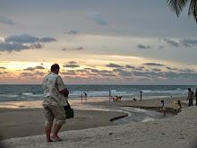 บรรยากาศผู้คนกับหาดทรายขาว - ไปเที่ยวเกาะช้าง จังหวัดตราด