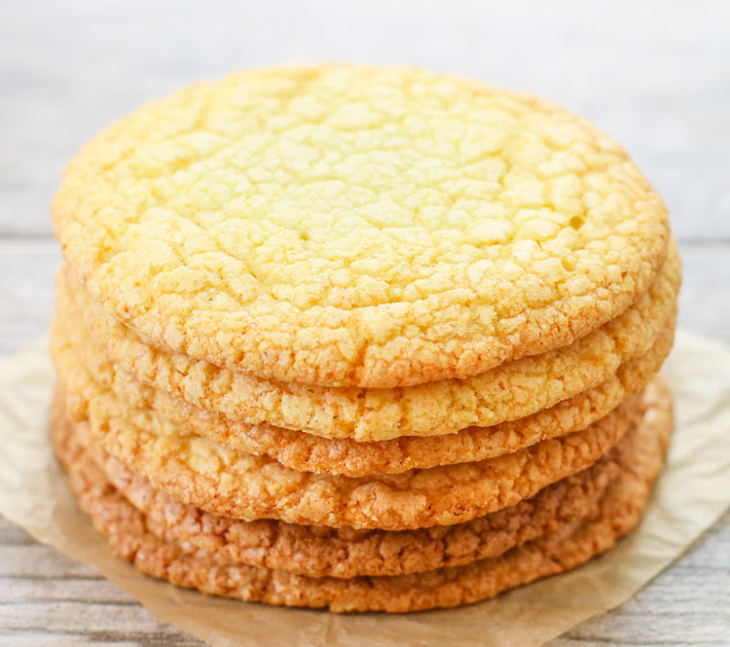 photo of a stack of six cookies