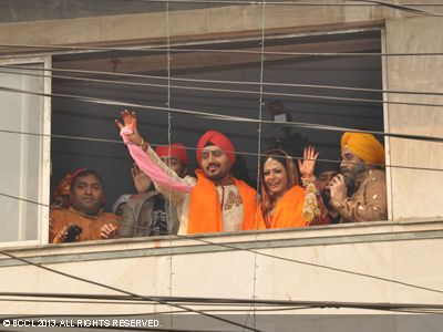 Tollywood&#039;s power couple, Koel and Nispal finally tied the knot on Friday, February 1. The mandap at the Rashbehari Gurdwara  <br /> was decorated with flowers and lights.