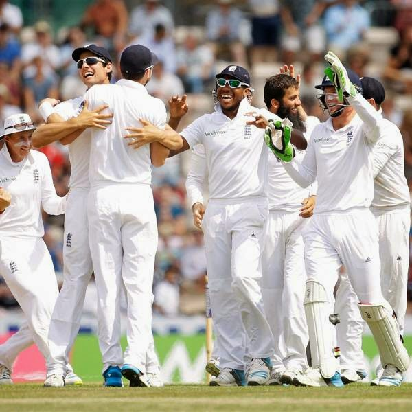 England's James Anderson, third left, celebrates with his teammates after catching out India's Bhuvneshwar Kumar off a Moeen Ali, second right, delivery during the fifth and final day of the third cricket test match of the series between England and India at The Ageas Bowl, in Southampton, on July 31, 2014.