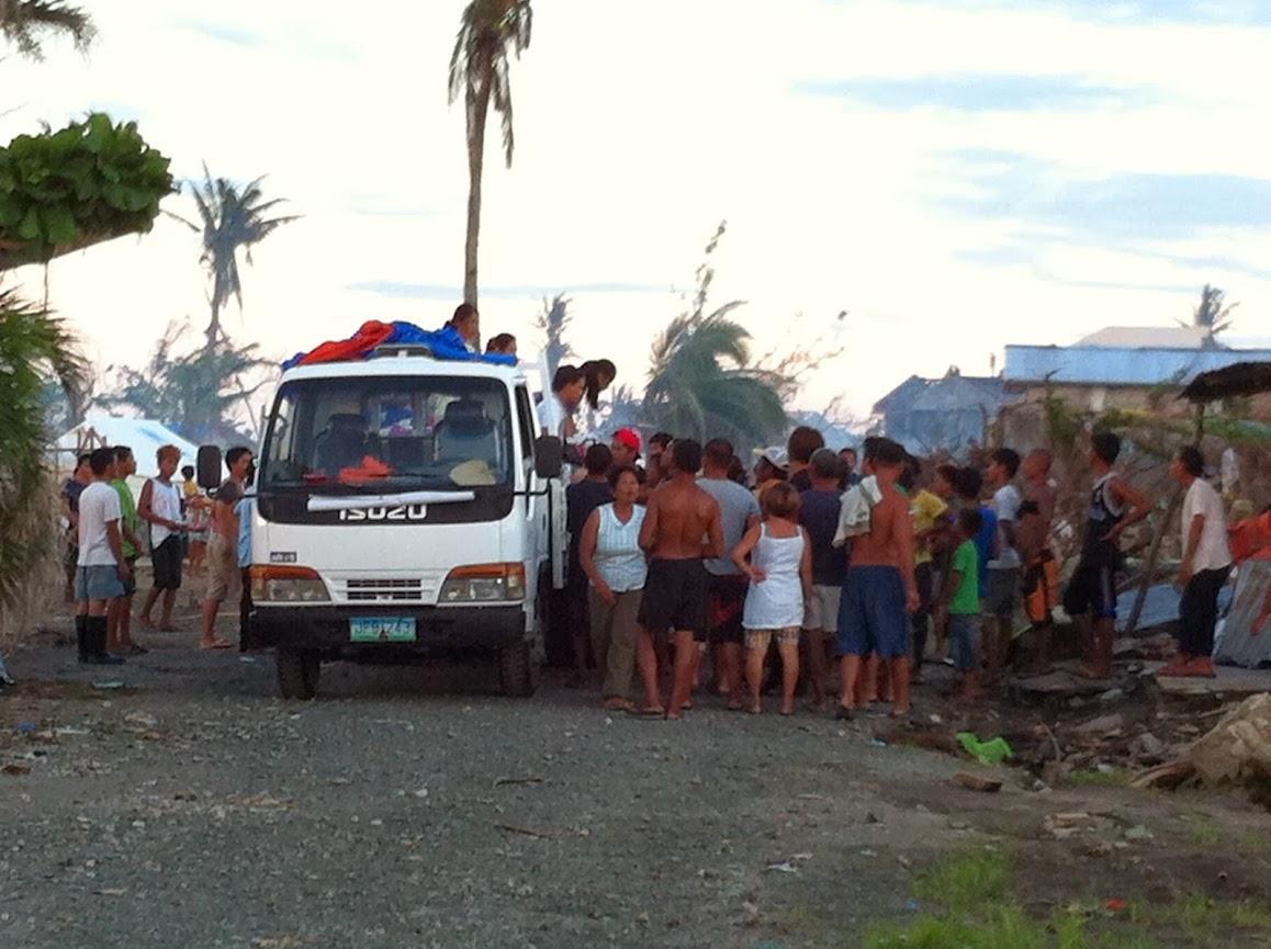 https://lh4.googleusercontent.com/-bbGNOEMPdho/Utjqy2tzOfI/AAAAAAAADOU/-9qF0Gb3SLQ/w1158-h865-no/san-jose-tacloban-relief-009.jpg