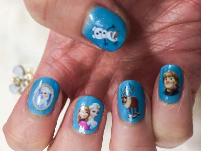 frozen-themed-manicure
