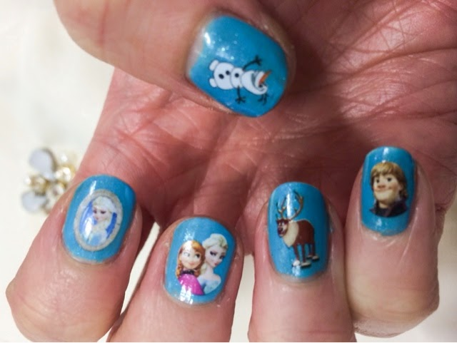 frozen-themed-manicure
