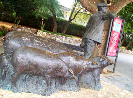 Resultado de imagen de aracena monumentos jamón