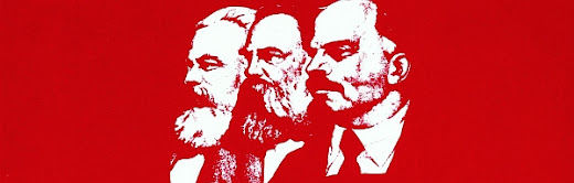 Marx, Engels, Lenin auf Rot.