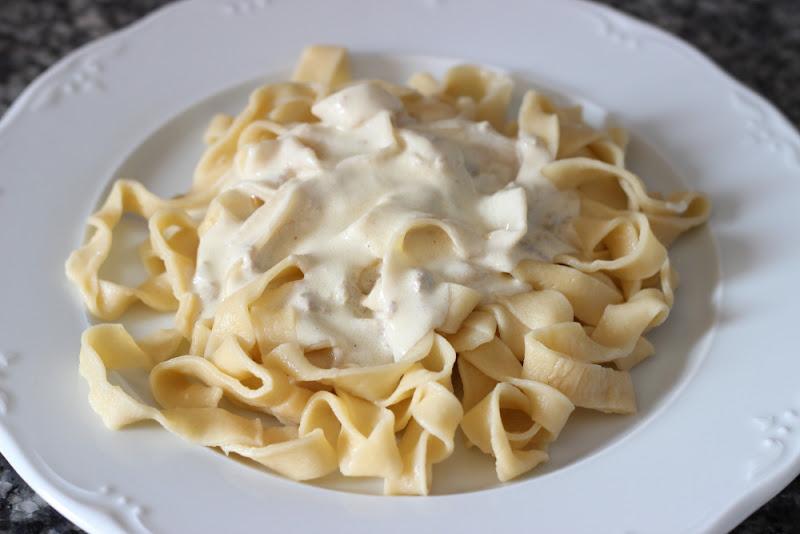 Tallarines de pasta fresca con nata y foie