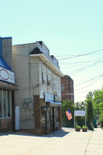 Small Store fronts in Castleton Corners, Commercial