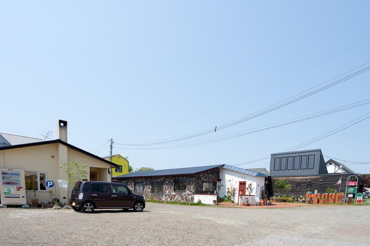 イタリアンレストラン「風露」(右)に隣接するカフェ「豆豆(ZUZU)」(左)
