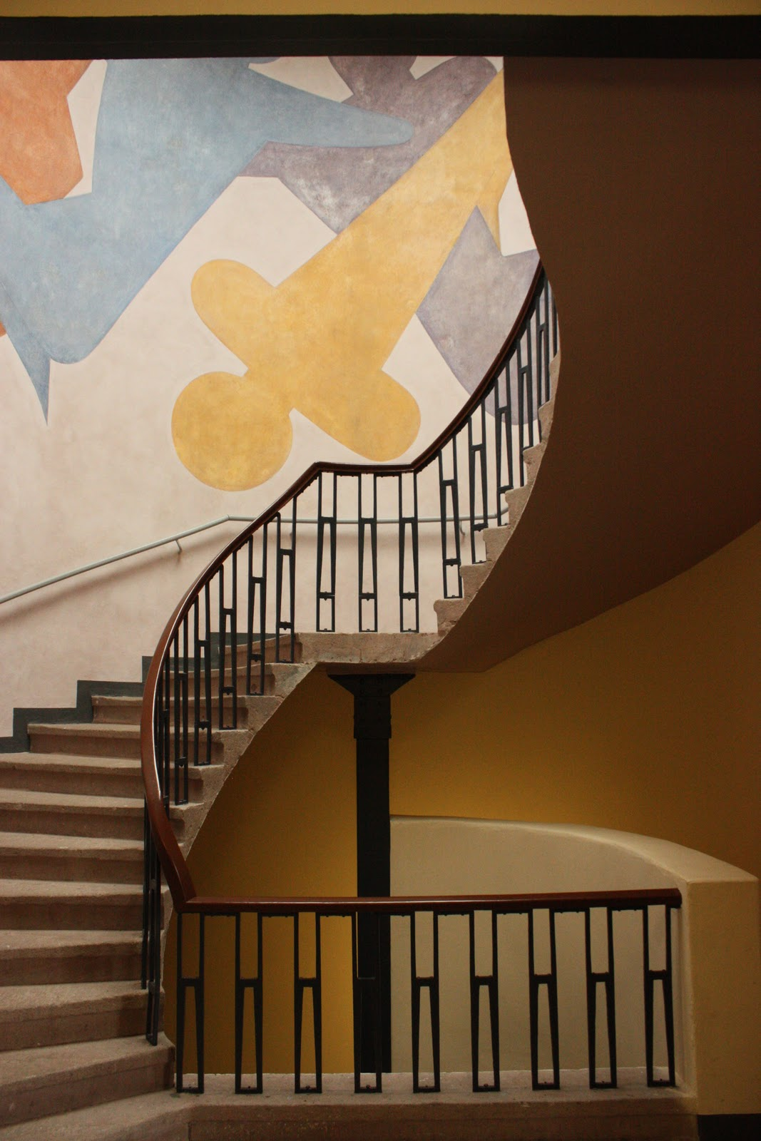 2 dedos de conversa escadas de van de velde for Bauhaus vinilos decorativos