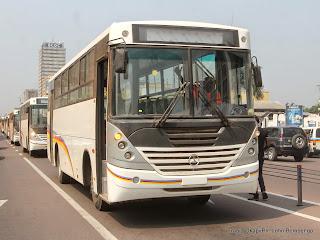 L'arrivee d'un dernier lot des bus de la compagnie Transco sur le boulevard du 30 juin le 6/06/2014 à Kinshasa. Radio Okapi/Ph. John Bompengo