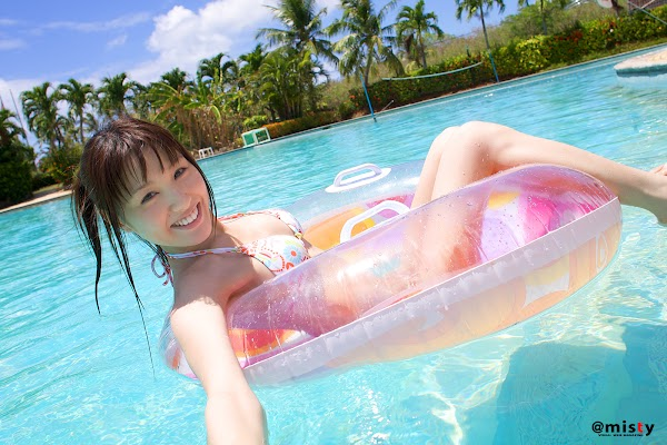 Japanese girl Gurabia Aidoru, happy to play in the pool wearing a swimsuit gallery:girl,Japanese girl,cospaly