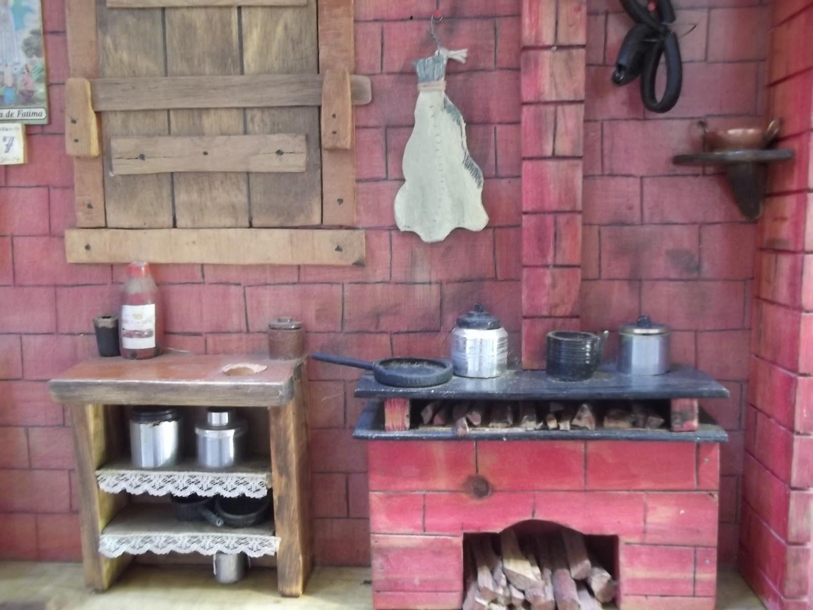 em madeira reciclada detalhes cozinha portuguesa miniatura em madeira #92394B 1600x1200
