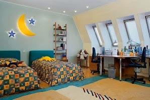 Красивый дизайн интерьера мансарды для детской