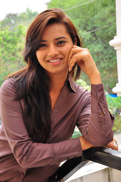 isha chawla new in damn tight jeanst-shirt glamour  images