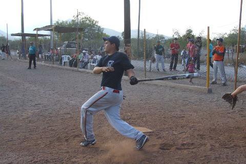 José Cruz Sánchez de Diamantes en el softbol del Club Sertoma