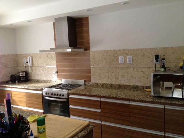 Brick construye for Guardas para cocina