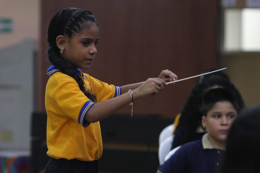 La cátedra de dirección tiene especial acento en el estado Bolívar. Numerosas niñas y jóvenes están tomando la batuta, con la meta de lograr el reconocimiento nacional e internacional; y para ello están dedicando su mayor esfuerzo en seguir el programa de formación que El Sistema ofrece en esta región. Todas esperan representar a Venezuela en los grandes escenarios del mundo.