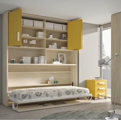 Cama plegable con escritorio y armario encima abierta